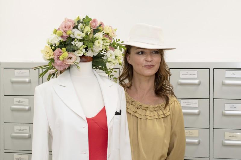 Marija Naumova uzdāvina Eirovīzijas kleitu Latvijas Nacionālajam vēstures muzejam