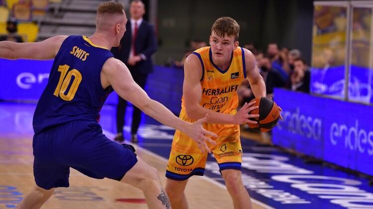 Talantīgais Šteinbergs pievienojas ACB līgas komandai ''Baxi Manresa''