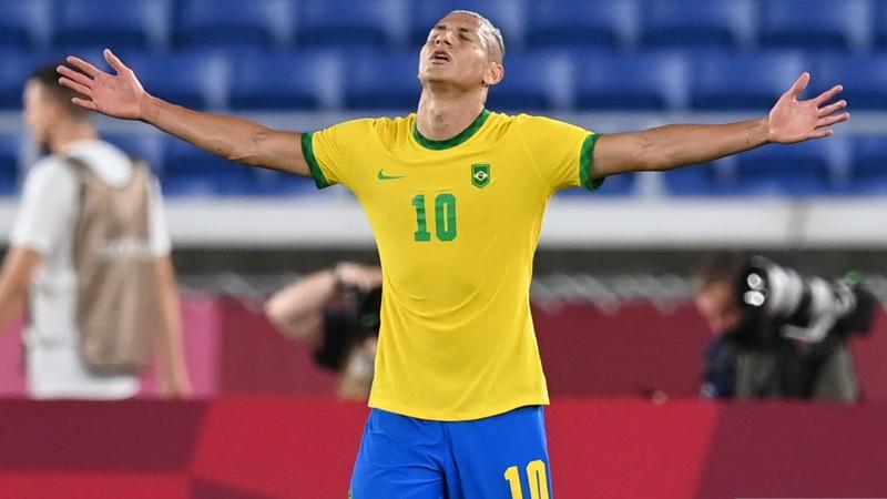 """Rišarlisons 23 minūšu laikā nokārto """"hat-trick"""", Brazīlija sadragā vācu aizsardzību"""