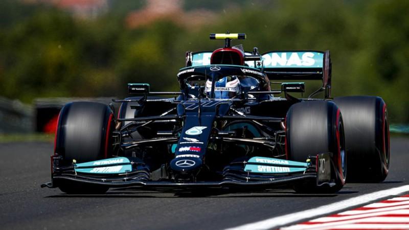 """""""Mercedes"""" piloti ātrākie otrajā treniņā, Verstapens sūdzas par problēmu"""