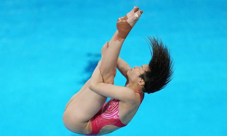 Ķīniete Tingmao izcīna karjeras trešo olimpisko zeltu daiļlēkšanā