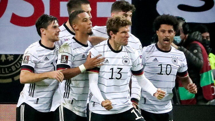 Vācija izrauj uzvaru, Igaunija uzveic Baltkrieviju, turki un norvēģi spēlē neizšķirti